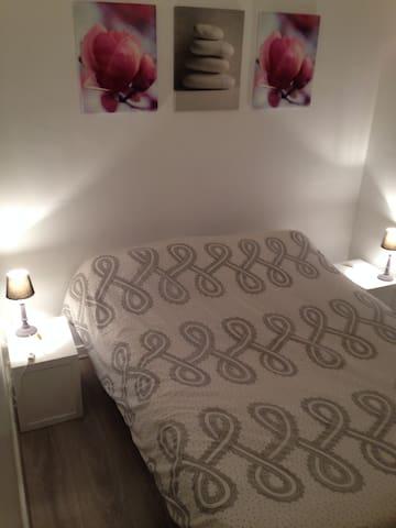 La chambre avec un vrai lit   (I)