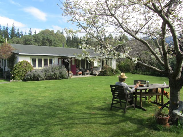 Ochiltree Cottage. Clarence Valley. Kaikoura Coast