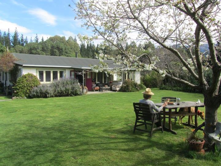 Ochiltree Cottage. Clarence Valley. Kaikoura Coast