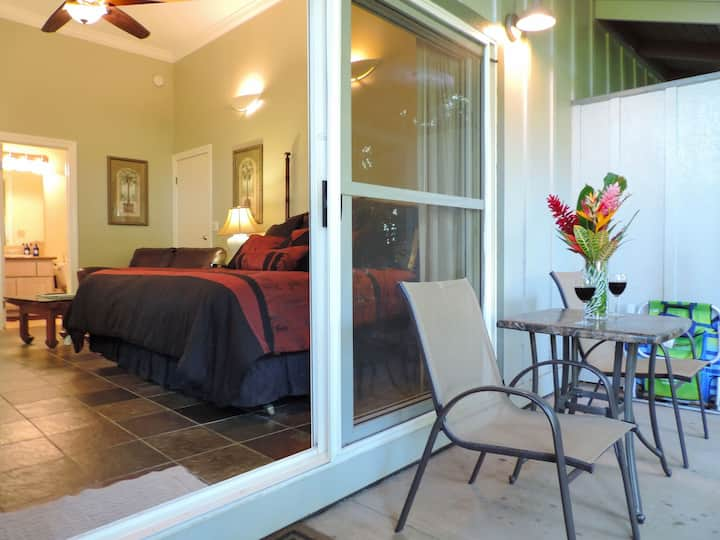 Air Conditioned, HDTV Jacuzzi-Walk To Poipu Beach