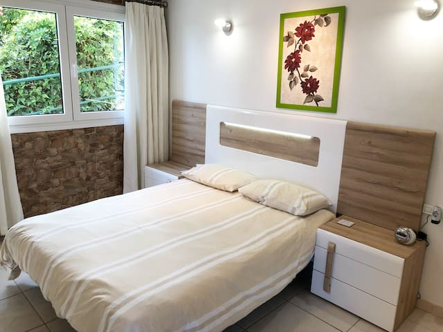 1.6m bed in 1 bedroomed flat