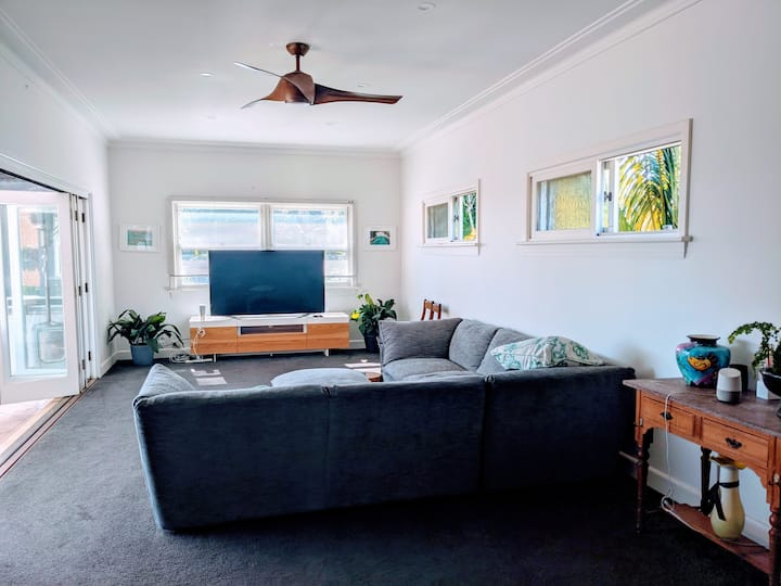 Huge Apartment 2 min walk from Dalwood Beach