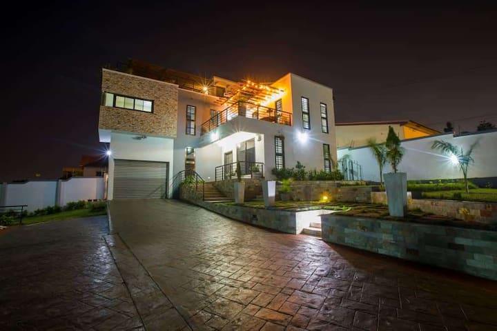 Double ensuite in architected hillside villa