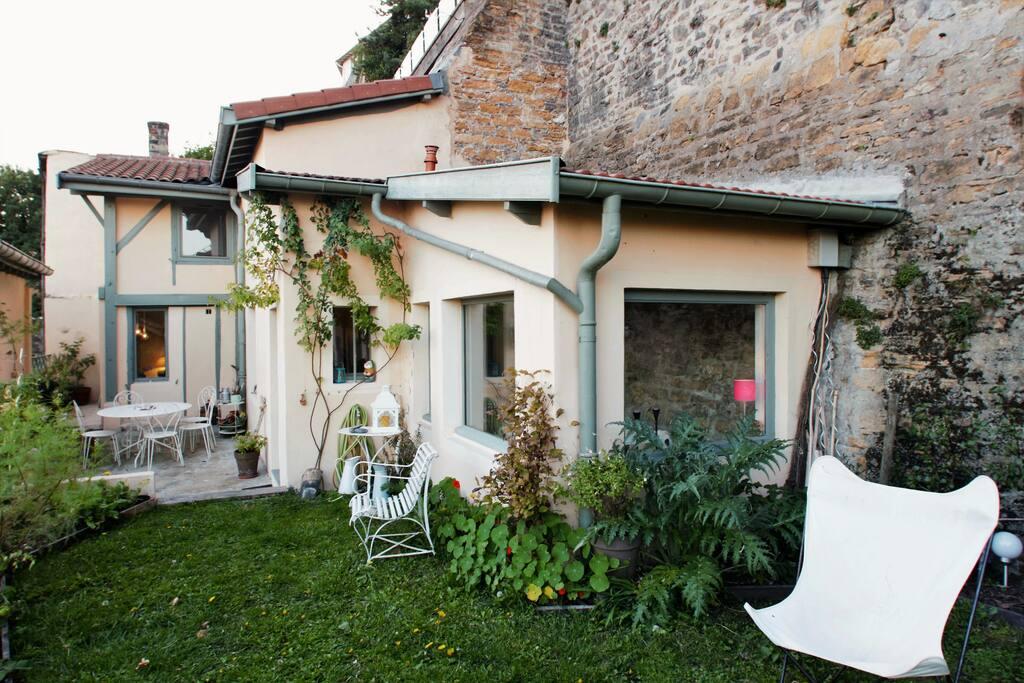 Maison avec son jardin et sa terrasse