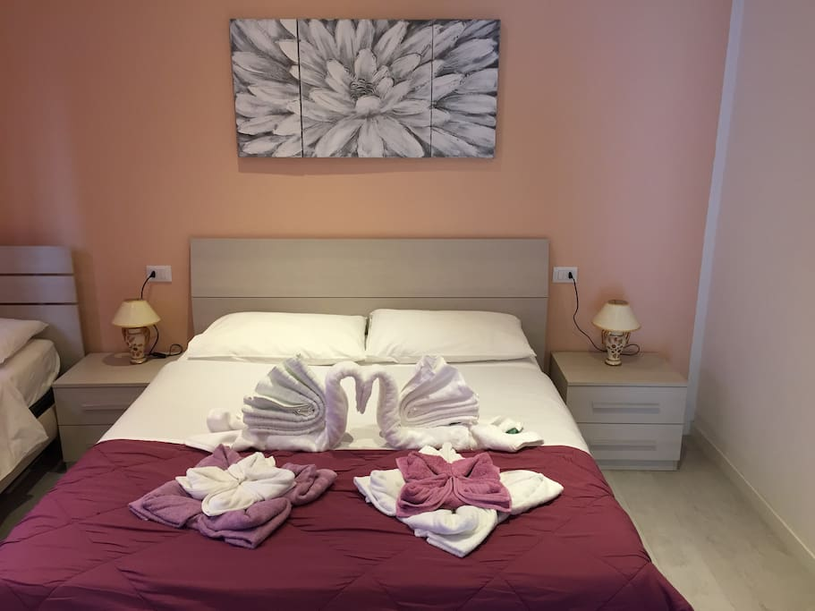Camera da letto matrimoniale e un letto singolo