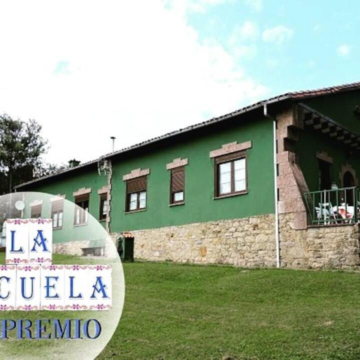 Antigua Escuela De Pueblo