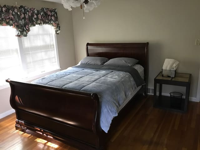 Private Master Bedroom near JCU, Clinic & Downtown