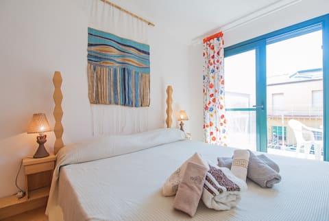 Blue house, 100 mt from sea in La Caletta-Sardinia