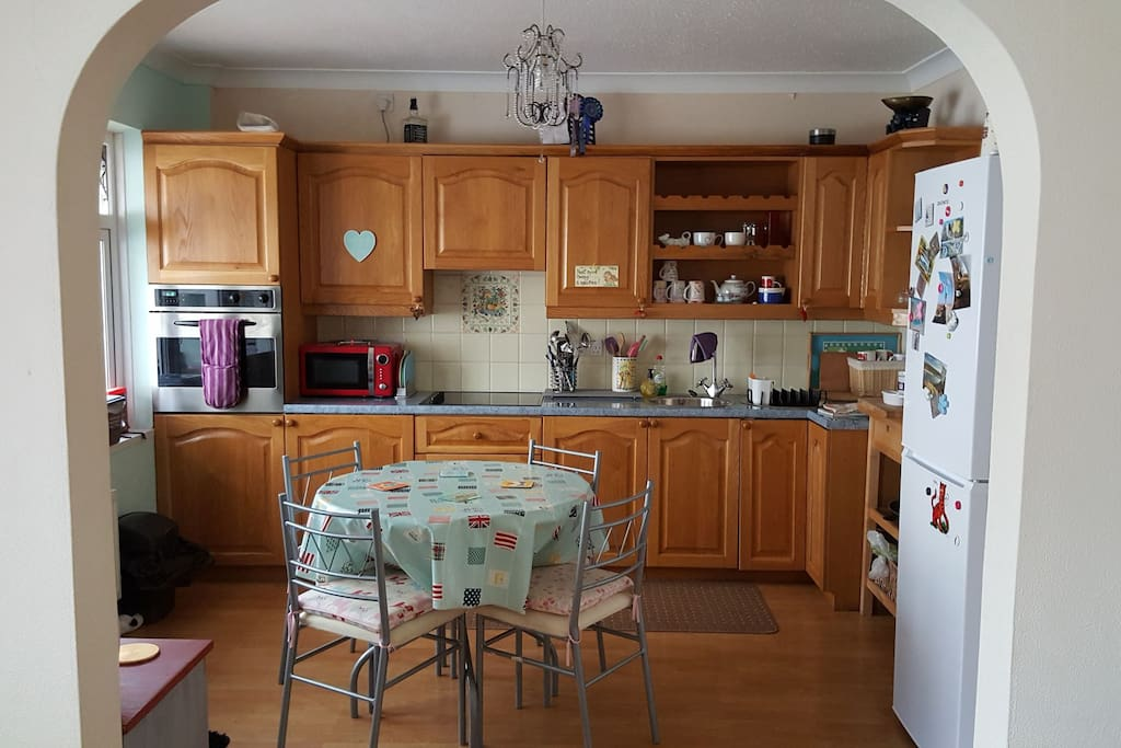 kitchen diner with fridge freezer electric hob and oven