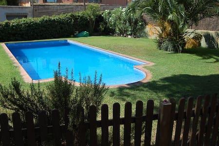 Acogedor apartamento cerca de Barcelona - Sant Julià d'Alfou - Chalet