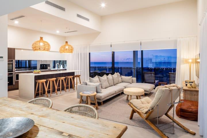 3 BEDROOM SKY HOME - Ocean Views - First Light