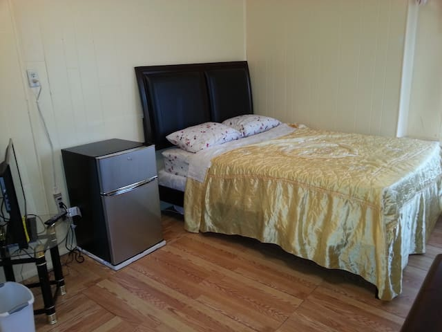 PRIVATE ROOM IN JAMAICA, QUEENS