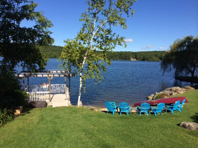 4 Br/3Ba Premiere Lakefront House - New Hartford - Casa