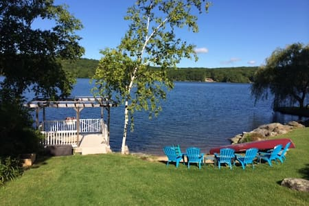 4 Br/3Ba Premiere Lakefront House - New Hartford - บ้าน