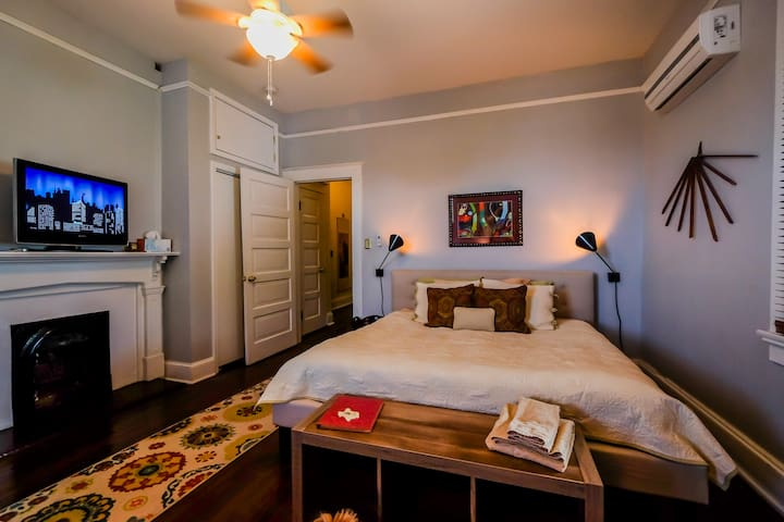 XL Stylish Room in Historic Bywater Incl. Bikes