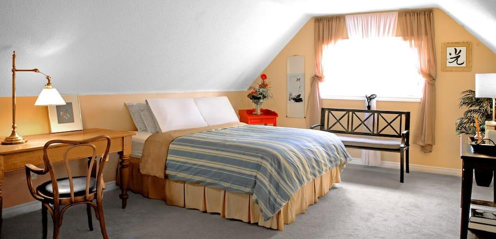Tekdi(URL HIDDEN)The Mansarde Room  - Leeds and the Thousand Islands - Bed & Breakfast