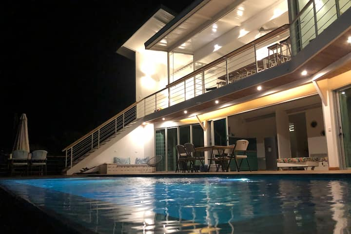 Private Villa with sea view & pool near the beach
