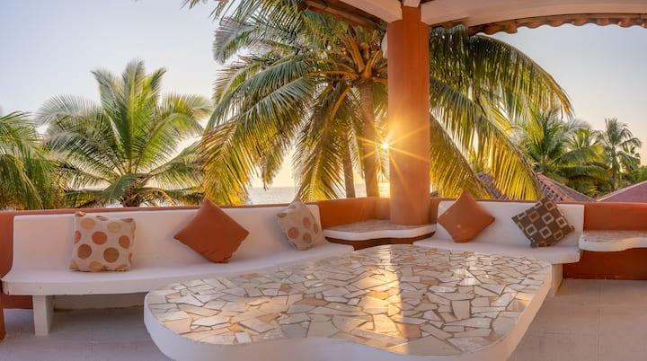 Monterrico Front Beach House | Casa Frente al Mar