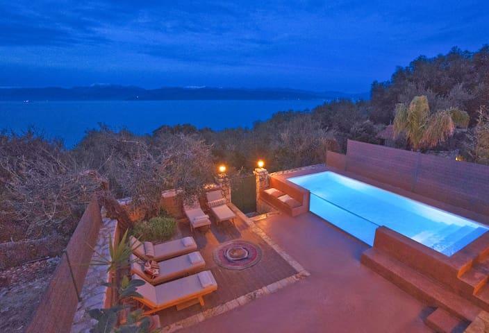 Luxury Cottage with Heated Pool