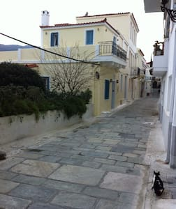 Traditional two floor house 75m2 - Andros - Talo