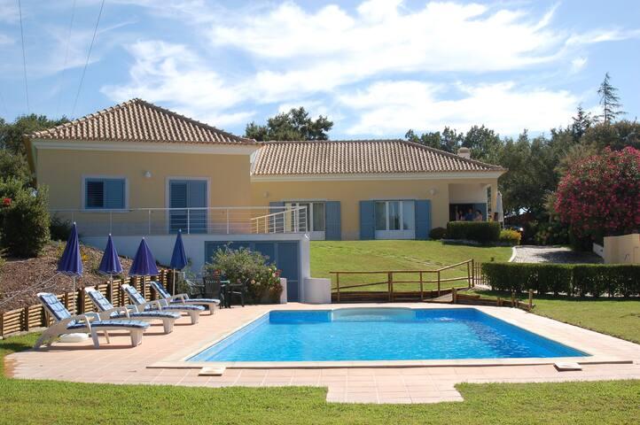 Wonderful villa with pool & golf - Setúbal - Villa