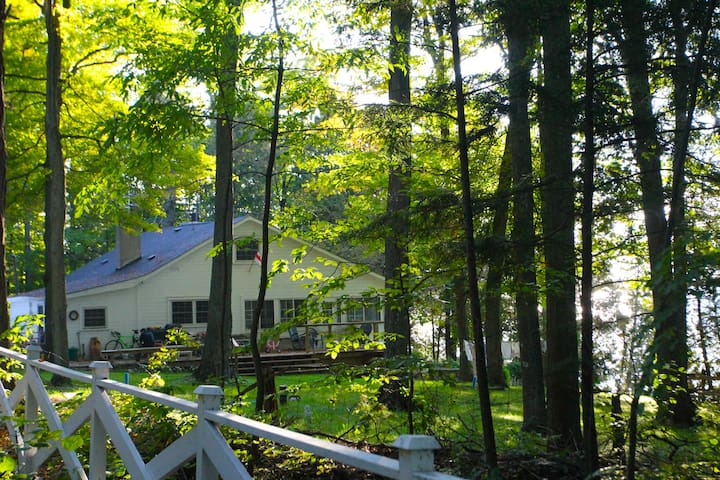 Lakefront cottage close to Toronto - Scugog - Casa