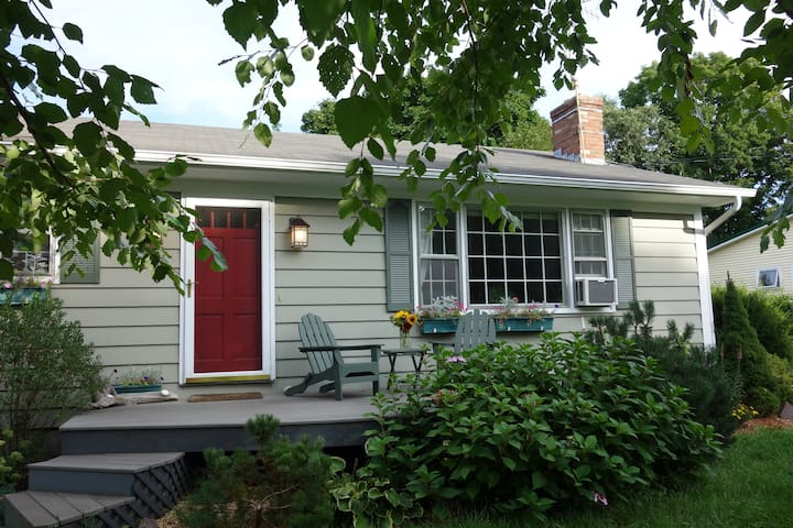 Sweet 3-bd House in Perfect Vacation Location! - Shelburne - Casa