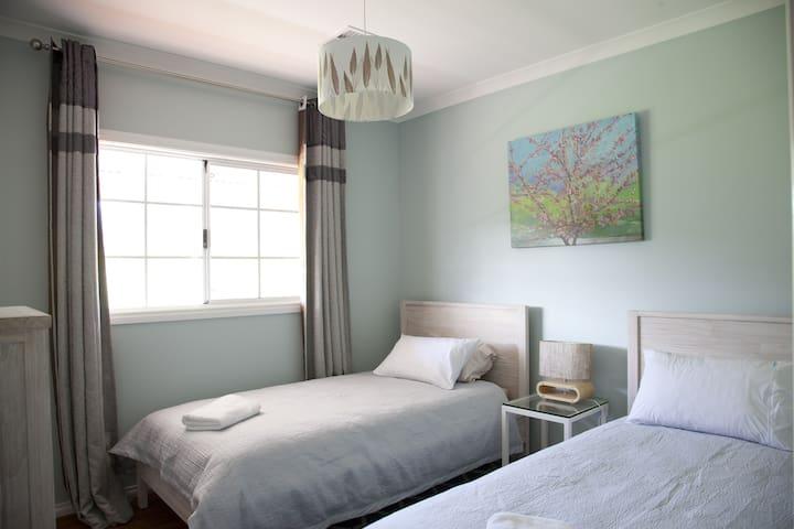 Bed 3 - 2 x KS