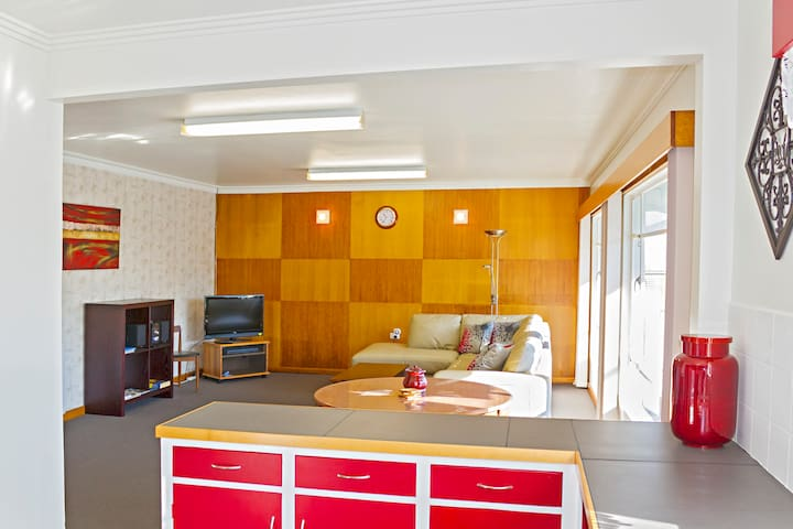 Hugo Place Apartment - Smithton - Apartment