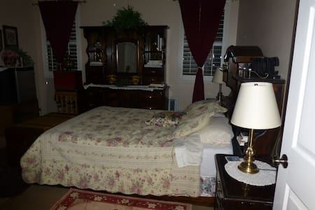 Furnished Master bedroom - Palmdale - Casa