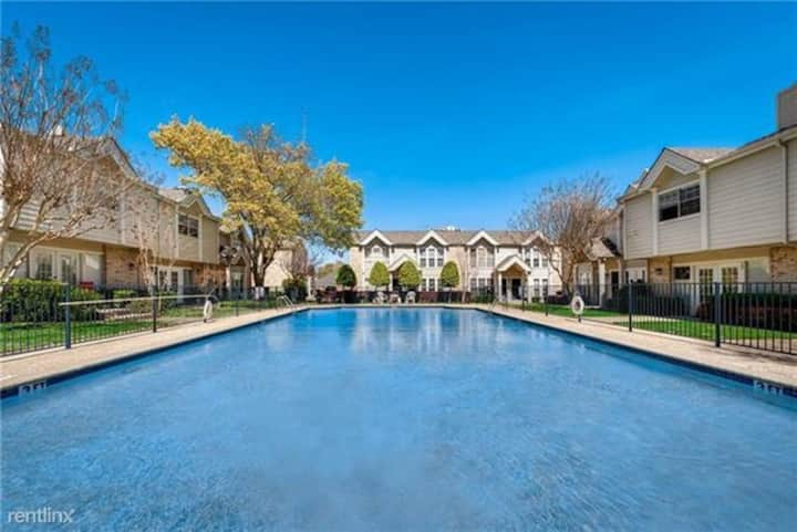 Stunning New Condo w/ Pool View close to Galleria.