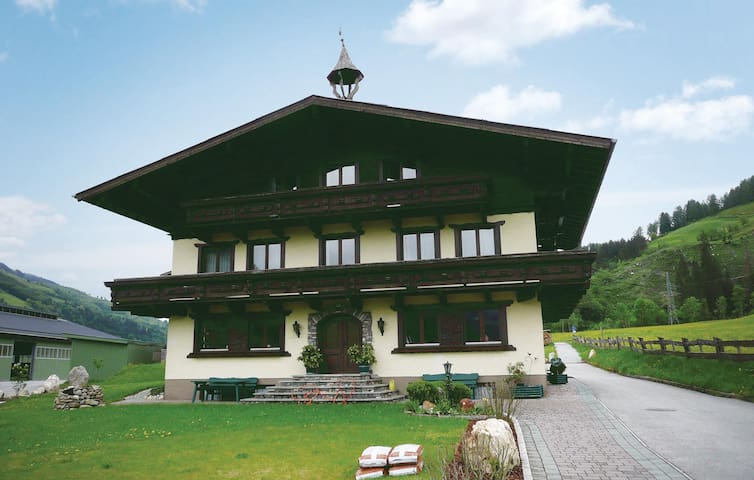 Holiday apartment with 1 bedroom on 45 m² in Taxenbach