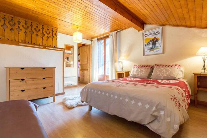 Chalet Damo - Loft room sleeps 4/5 B&B morzine