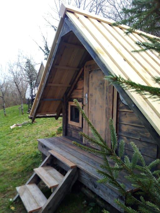 la petite cabane annexe ( lit double)