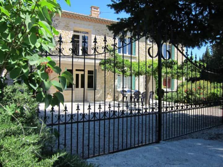 Provence:mooie villa met zwembad,huisdieren welkom