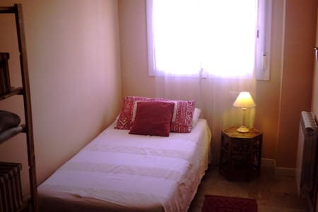Single room in nice apartment - Girona - Apartment