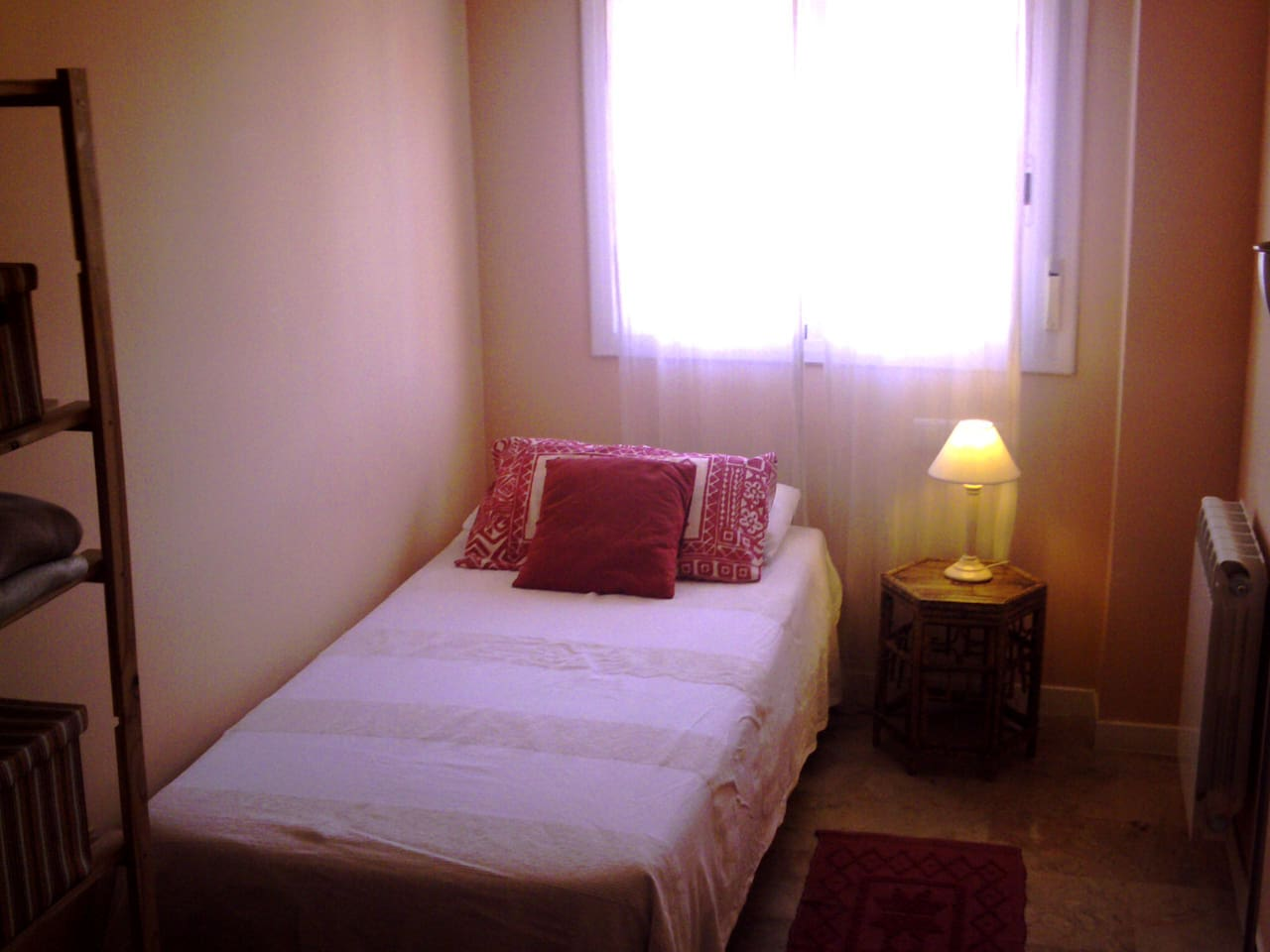 Bright and quiet single room near old quarter. Just one Airbnb guest at a time.