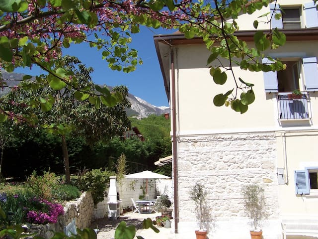 Casa del Fiume - Artists Award Winning Retreat. - Civitella Messer Raimondo - Hus