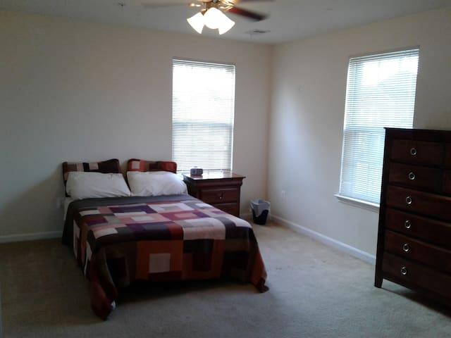 Comfy, Keyless, 200 SF private room