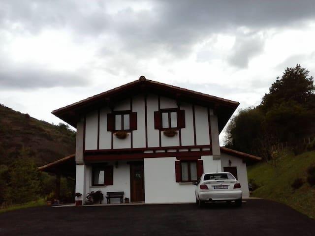 Casa con habitaciones acogedoras - Urdax - Casa