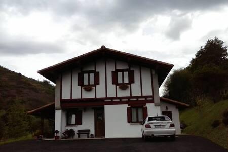 Casa con habitaciones acogedoras - Urdax - Haus
