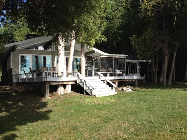 Cozy Lake Champlain Retreat - Plattsburgh - 一軒家