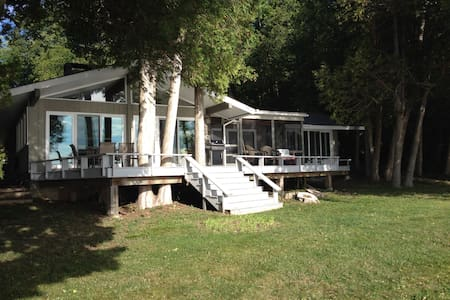 Cozy Lake Champlain Retreat - Plattsburgh - บ้าน