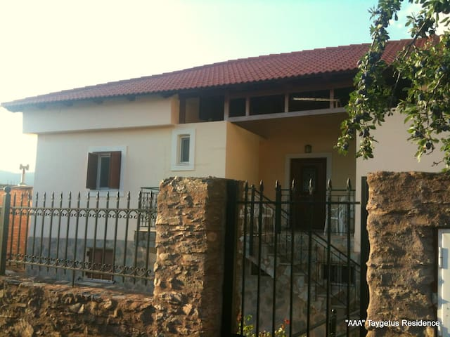 AAA, Mt. Taygetus Residence - Piges - Casa