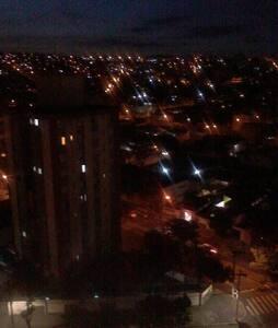 EXCELENTE APARTAMENTO A 300M DO HOTEL OURO MINAS - 贝洛哈里桑塔 - 公寓