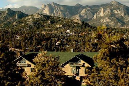 Historic Crags Lodge at Golden Eagle Resort 2 BR - ลีออนส์ - วิลล่า