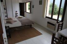 Chambre avec lit double en 180.