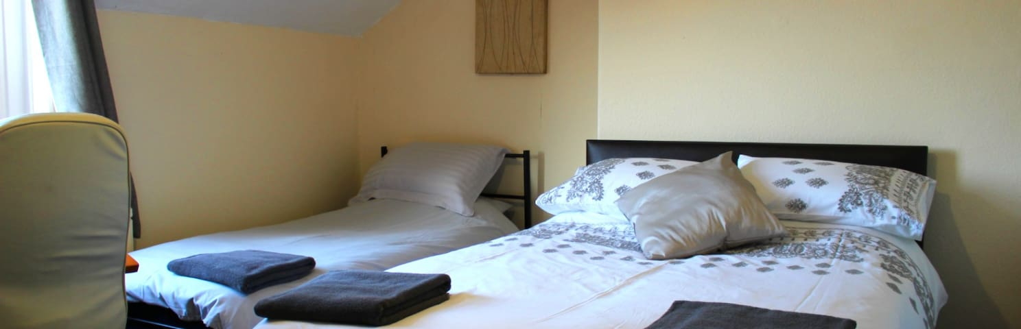 John St Town House  - Self Catering - Family/Twin (Double + Single)