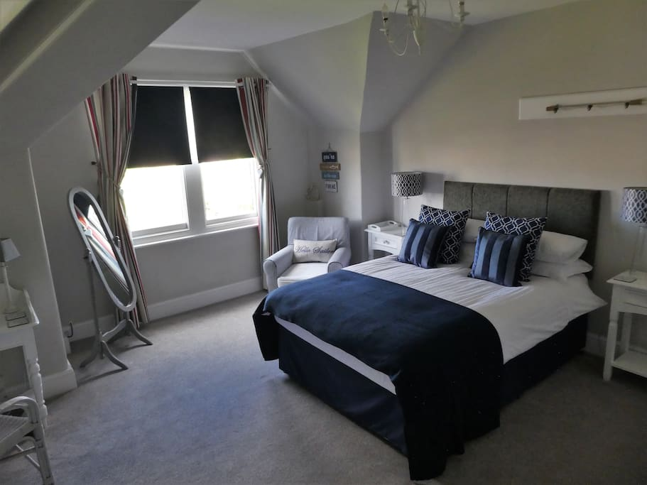 Double bedroom with river views