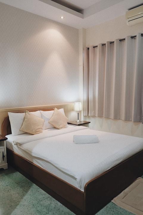 Cozy bedroom in town at Mueng Prachuabkhirikhan